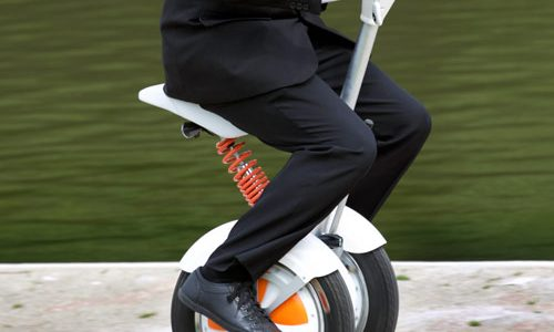 saddle-equipped scooter